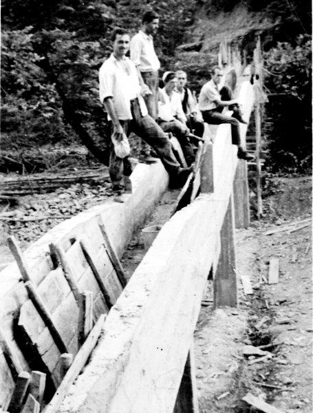 Κατασκευή της Περαταριάς (πέρασμα του νερού με σωλήνες πάνω από τον Άραχθο) στο Τραπεζάκι.