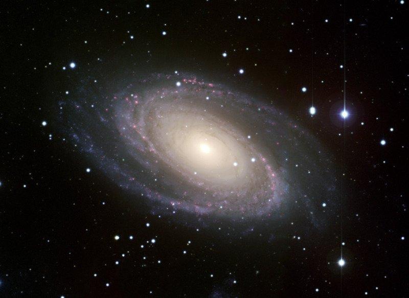 Ο Σπειροειδής γαλαξίας Messier 81. Λίγο μεγαλύτερος από τον δικό μας. Περιέχει 250 δισεκατομμύρια αστέρια.