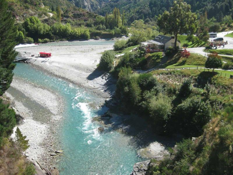 Ποτάμι με γιαλό και καθαρό νερό σαν τον Άραχθο στη Ν. Ζηλανδία