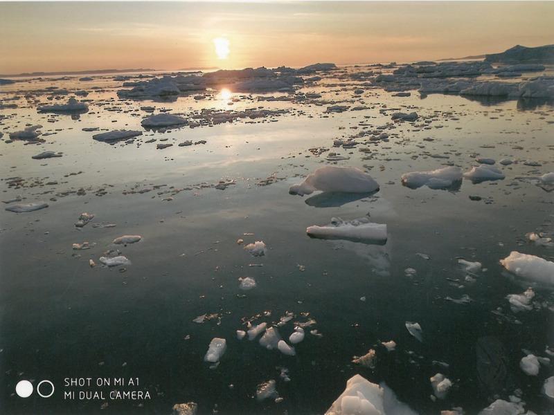Γροιλανδία. Ο ήλιος του μεσονυκτίου. Φωτογραφία 12.00 τα μεσάνυχτα
